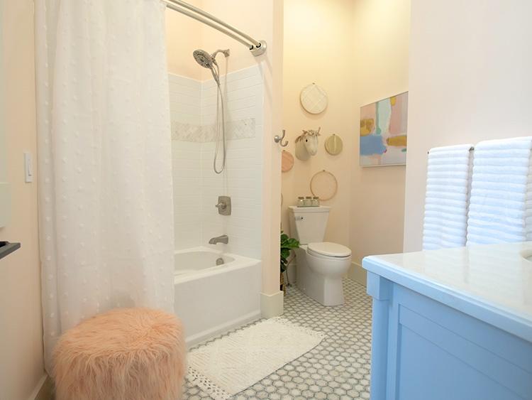 潮流建材丨美国爆款,成品定制亚克力淋浴房